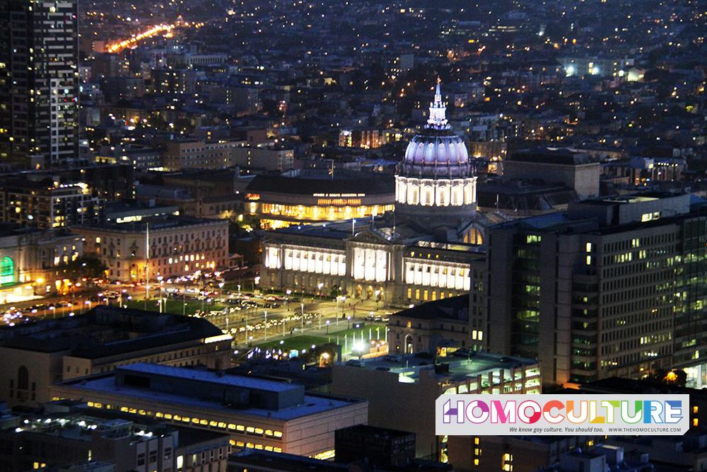 San Francisco City Hall lit up at night.