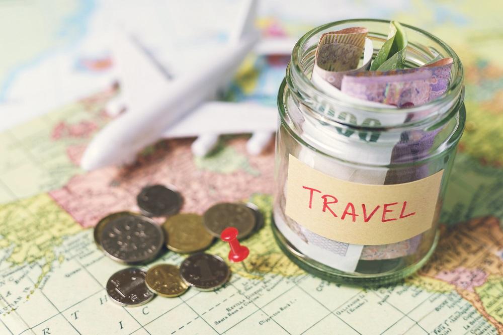 12 easy money saving travel tips