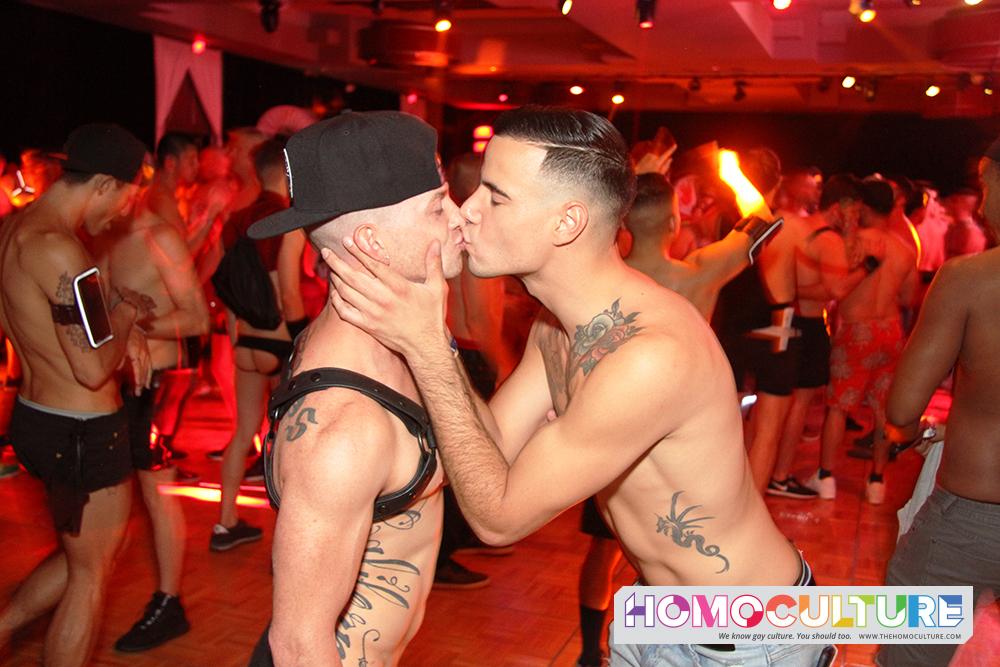 Kiss bad kissing goodbye: gay kiss